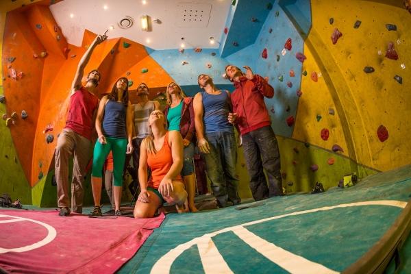 Lezecká škola Nadzemí - kurzy lezení na umělé stěně edc97014f44